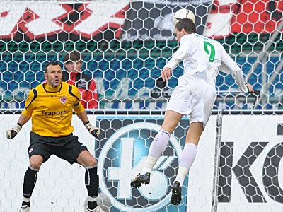 Dzeko trifft zur Wolfsburger Führung.