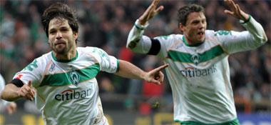 Fußball, Bundesliga: Diego freut sich über sein 1:0 gegen Stuttgart.