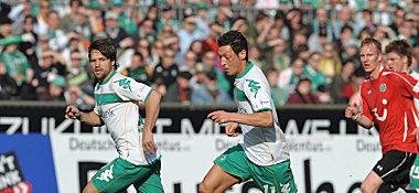 Bremens Diego (li.) und Özil.