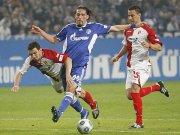 Von den Cottbusern Ziebig (li.) und cagdas nicht zu stoppen: Schalkes Kevin Kuranyi.