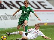 Wolfsburgs Pekarik überspringt Kroos (Leverkusen)