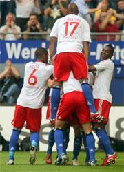 Fußball, Bundesliga: Das HSV feiert seine furiose Anfangsphase mit drei Toren.