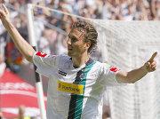 Fußball, Bundesliga: Brouwers bejubelt sein Kopfballtor zum 1:0 gegen die Hertha.