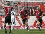 Nürnbergs Kluge bejubelt den Treffer über seinen Ex-Klub und seine Teamkollegen Risse und Mintal freuen sich mit.