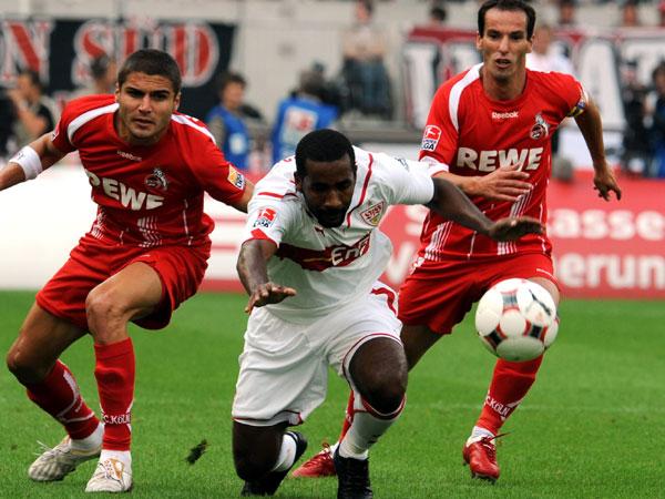 Mohamad (li.) und Petit nehmen Cacau in die Zange