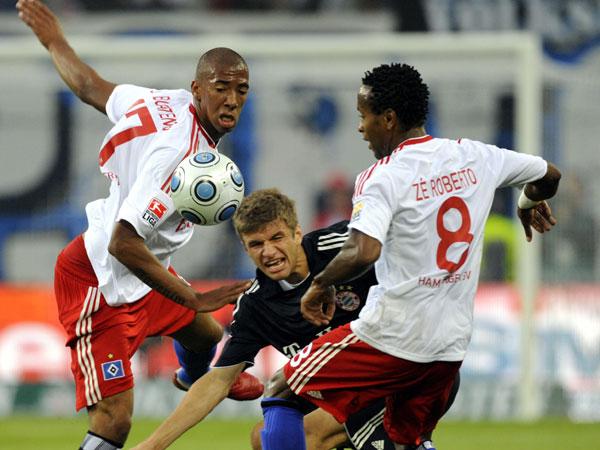 Boateng und Zé Roberto nehmen Müller in die Zange