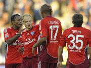 Jarolim bejublet mit Boateng, Torun und Zé Roberto (li.) sein Tor.