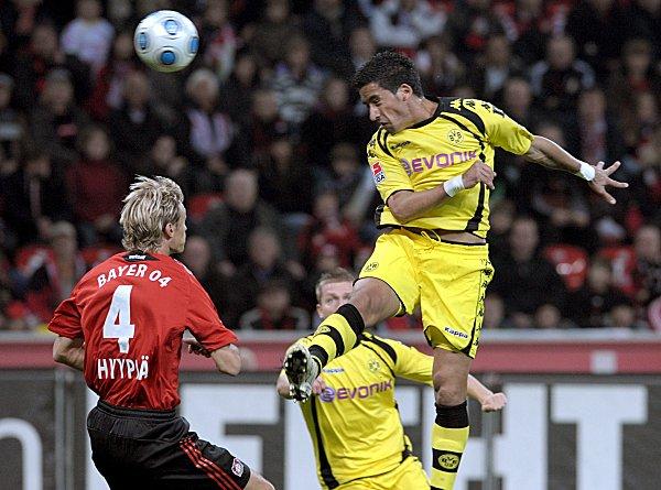 Lucas Barrios trifft zum 0:1.