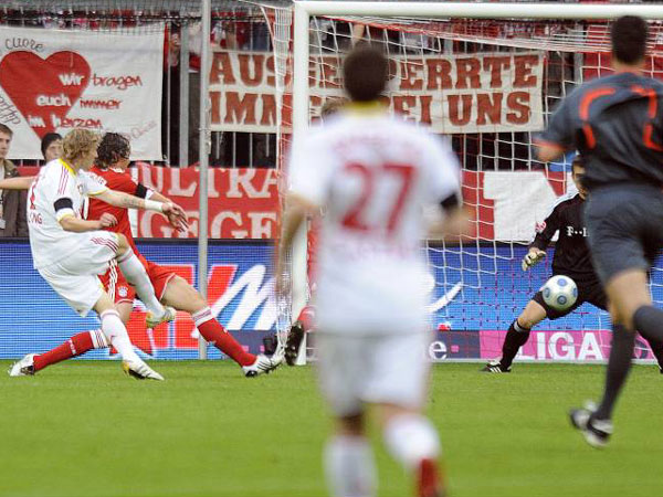 Fußball, Bundesliga: Stefan Kießling gleicht zum 1:1 Bayer gegen München aus.