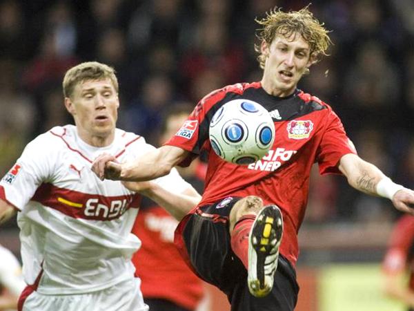 Toptorjäger: Leverkusens Stefan Kießling, rechts gegen Stuttgarts Progrebnyak, erzielte drei Treffer!