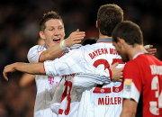 Schweinsteiger beglückwünscht Müller.