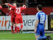 Pranjic beglückwünscht Torschütze Olic