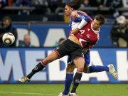 Schalkes Edu (li.) gegen Nürnbergs Diekmeier