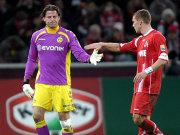 Musste früh verletzt runter: Dortmunds Weidenfeller (li.). Auch Kölns Podolski erwischte nicht seinen besten Tag, nach einer Stunde war seine Dienstzeit später auch frühzeitig beendet.