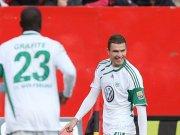 Fußball, Bundesliga: Edin Dzeko (VfL Wolfsburg) jubelt über das 1:0 mit Sturmpartner Grafite