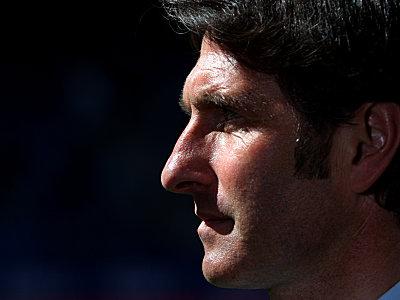 Finsterer Blick in eine vielleicht finstere Zukunft: HSV-Trainer Bruno Labbadia.