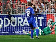 Fußball, Bundesliga: Diego Benaglio (VfL Wolfsburg) muss das 0:1 beim SC Freiburg hinnehmen