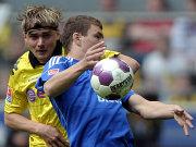 Marcel Schmelzer (Borussia Dortmund) gegen Edin Dzeko (VfL Wolfsburg)