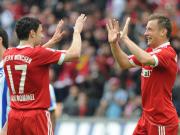 Doppelte Freude: FCB-Torschütze Olic (re.) feiert das 1:0 mit van Bommel.