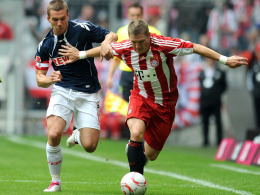 Bastian Schweinsteiger (re.) vs. Lukas Podolski