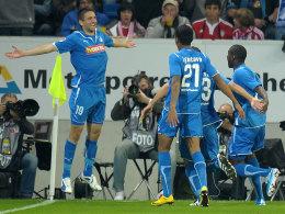 Vedad Ibisevic (links) feiert seinen Treffer zum 1:0