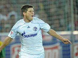 Huntelaar jubelt mit Recht: Er schoß Schalke zum ersten Saisonsieg.