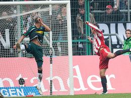 Der Ausgleich für die Bayern: Gomez köpft unbedrängt von Anderson mühelos zum zwischenzeitlichen 1:1 ein.