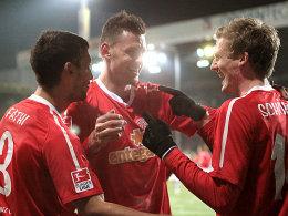 Die Mainzer Fathi, Szalai und Schürrle haben allen Grund zur Freude - mit dem FSV bleiben sie dem BVB auf den Fersen.