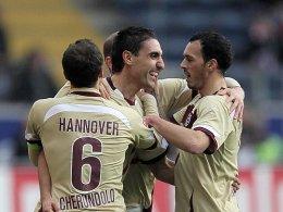 Pinto (re.) und Cherundolo freuen sich mit Abdellaoue