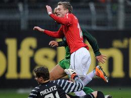 Auf dem Weg zum 1:0: Schürrle (r.) überwindet Mielitz zur Mainzer Führung