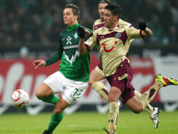 Marko Arnautovic (Bremen, li.) und Hannovers Karim Haggui