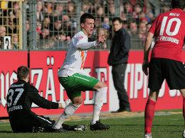 Sandro Wagner (Werder Bremen) jubelt über sein Tor zum 1:0 in Freiburg