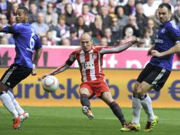 Robben (Mi.) gegen Aogo (li.) und Westermann