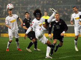 Dante klärt den Ball