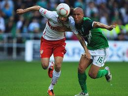 Werders Silvestre (re.) und Stuttgarts Harnik im Laufduell.