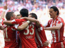 Gomez lässt sich nach einem seiner Treffer feiern
