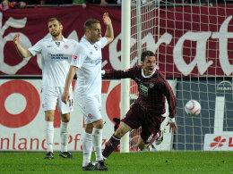 Die Vorentscheidung - Tiffert dreht nach dem 1:0 für den FCK jubelnd ab, Lehmann und Thorandt winken enttäuscht ab.