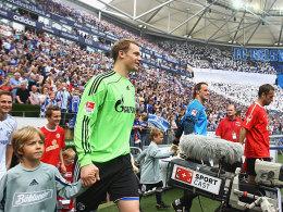 Im Blickpunkt: Manuel Neuer (li.) vor seinem voraussichtlich letzten Heimspiel für Schalke
