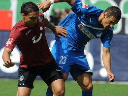 Sowohl Hannovers Abdellaoue (li.) als auch Salihovic trafen vom Punkt