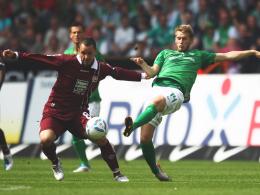 Christian Tiffert (li.) gegen Aaron Hunt