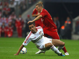 Leverkusens Renato Augusto hat gegen Schweinsteiger (re.) das Nachsehen