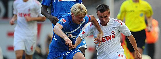 Hoffenheims Beck gegen Peszko (re.).