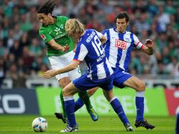 Pizarro gegen Niemeyer und Kapitän Mijatovic.