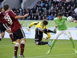 Das 1:0: Stephan segelt am Ball vorbei und Mandzukic nickt ein.
