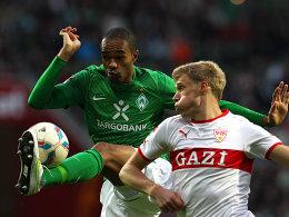 Bremens Naldo gegen Pogrebnyak (re.)