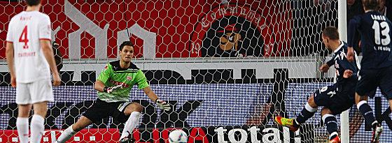 Podolski trifft per Elfmeter