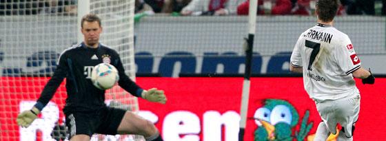 Herrmann schließt sicher ab und überwindet Neuer zum 2:0.