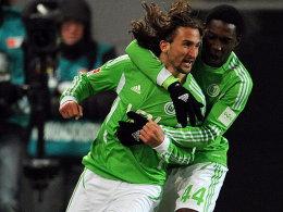 Wolfsburgs Sio (re.) jubelt mit Jiracek