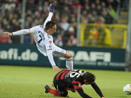 yerns Ribery gegen den am Boden liegenden Sorg