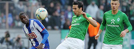 Berlins Ramos (li.) beobachtet Pizarro